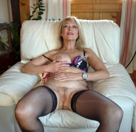 Adopte une femme mature coquine très jolie