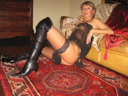 Cougar sexy vraiment très motivée recherche un homme soumis