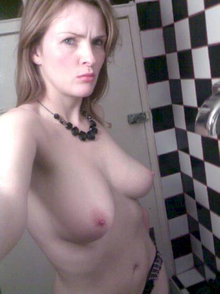 Femme coquine réellement sexy recherche un mec soumis