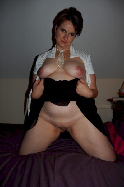 Femme cougar sexy célib en manque