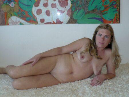 Femme cougar sexy qui est seule