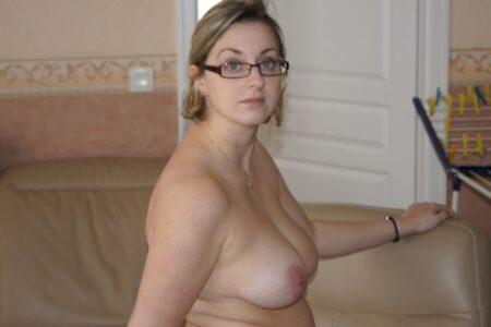 Femme infidèle sexy vraiment très motivée recherche un homme novice