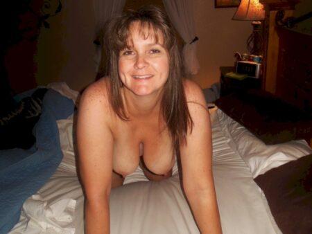 Jolie femme seule propose un bon plan sexe pour un soir