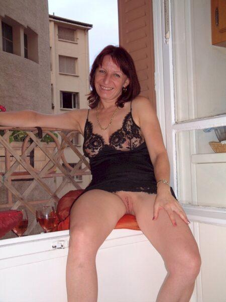 Passez une nuit chaude avec une femme coquine